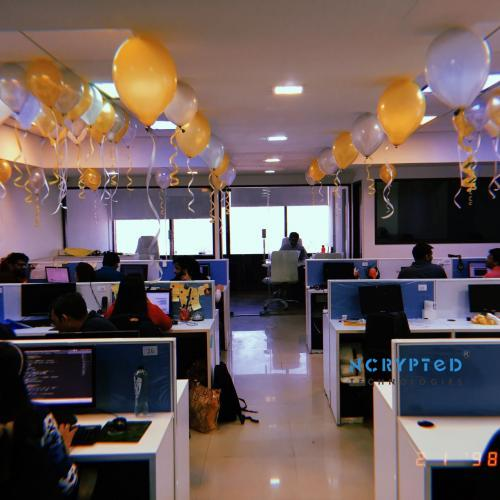 Celebrated New Year with Dazzling Decorations that Will Make any Party Perfectly Glitzy